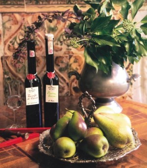 Buona Luisa e Trionfo di Vienne con i rispettivi distillati,  fonte: P. Odorizzi:  Profumi e sapori perduti - Il fascino della frutta antica Vol. II  (2005)